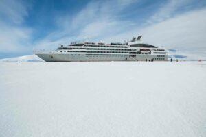 06.08.2019 - 7047- Hanusse Bay Antarctica _ Olivier Braud